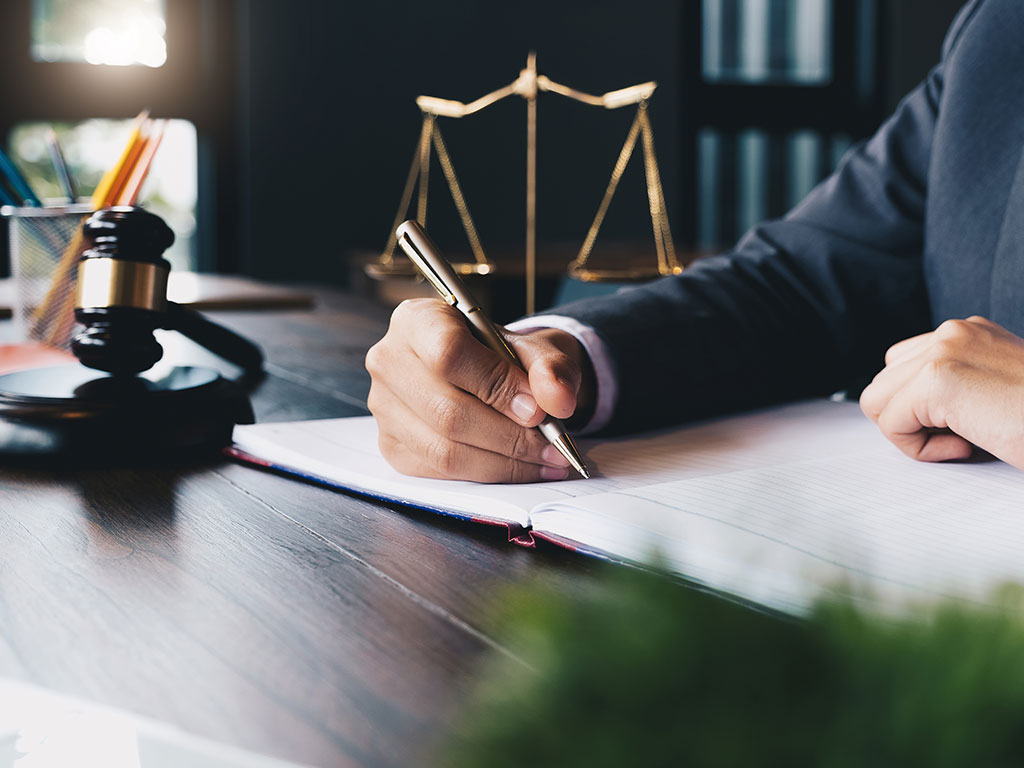 Why Hiring a Lawyer After a Vehicle Accident is Essential